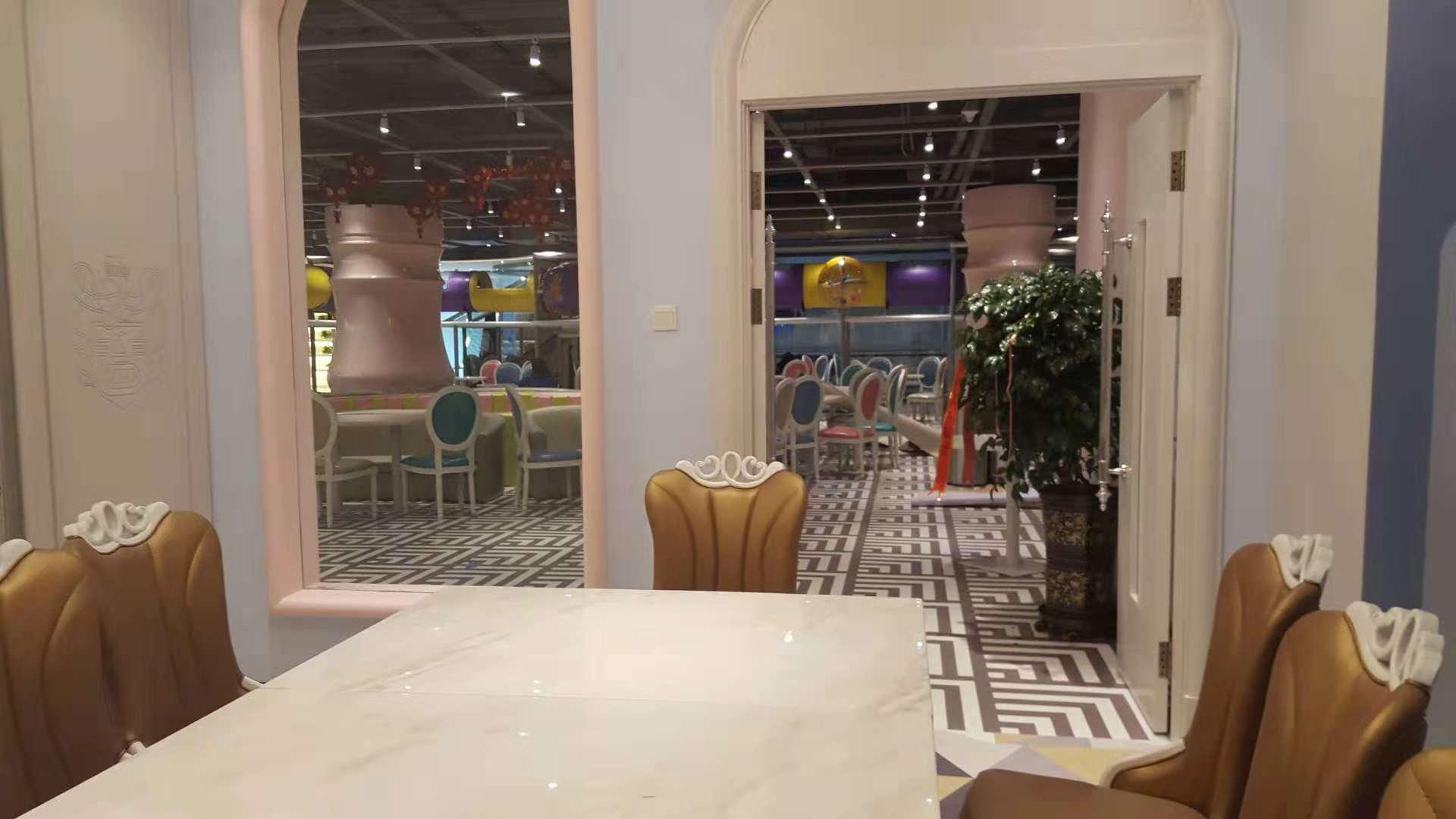 长春市环球国际儿童乐园塑胶地板工程